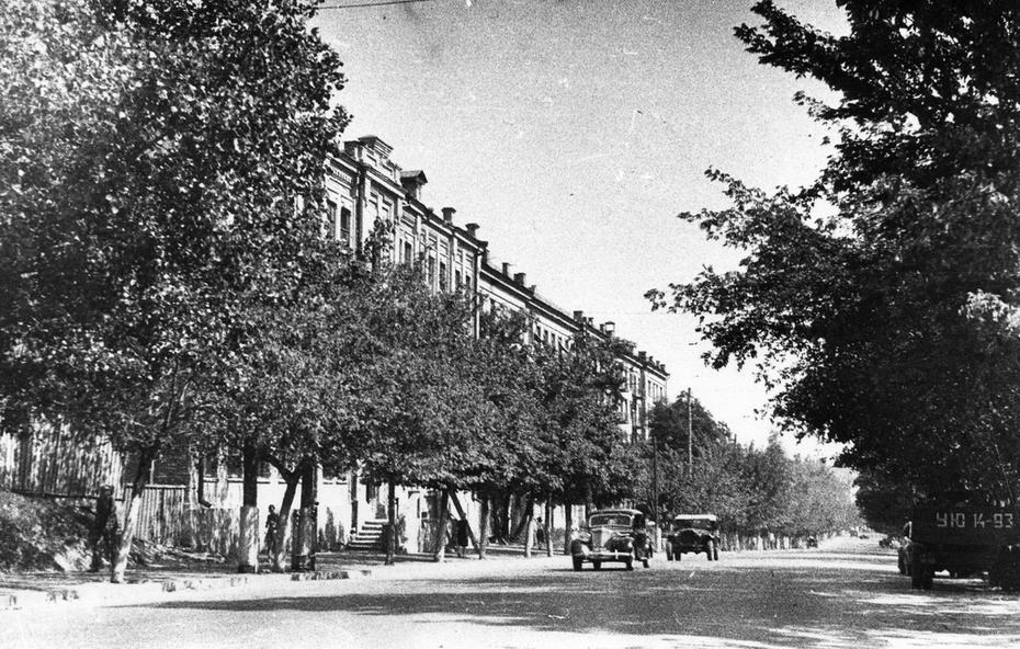 1946.08. Улица Мельникова, дом №16 (здание больницы)