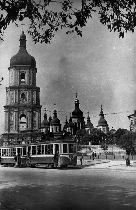 1940-е, конец. Софийский собор и площадь Богдана Хмельницкого (сейчас Софийская площадь). Фото: Лишко К.И.