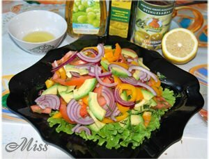 Как заправить и подать вкусный салат с авокадо