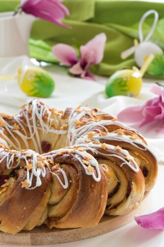Easter ring with candied fruit