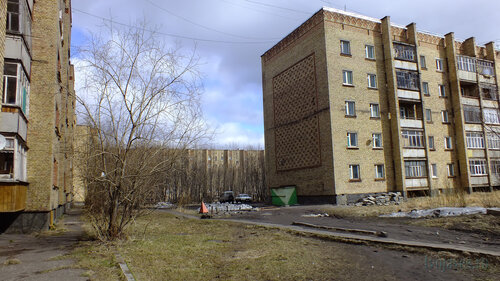 Фотография Инты №4373  Мира 41, Воркутинская 15 и Мира 43 07.05.2013_13:27
