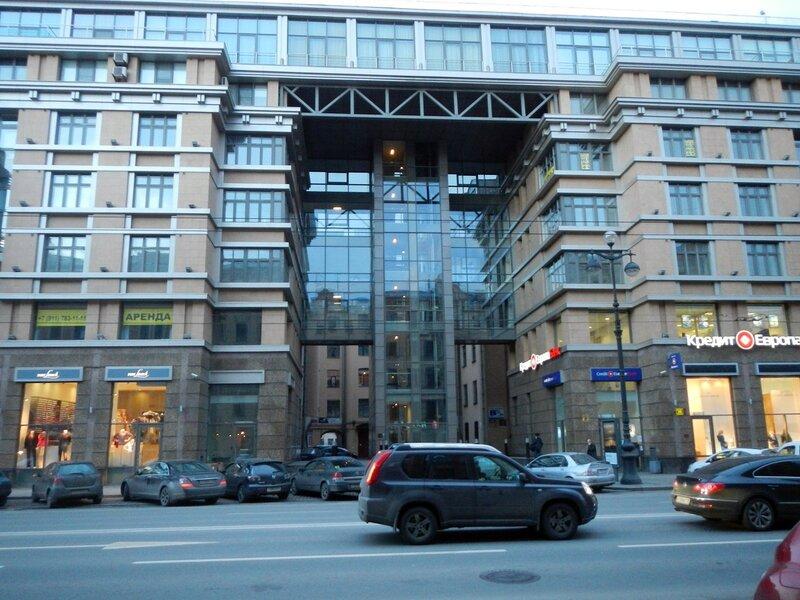 необычное здание на Невском проспекте (133)