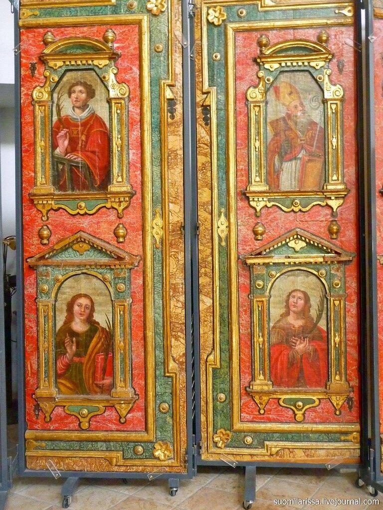 Артефакты в базилике собора Амальфи. Италия.