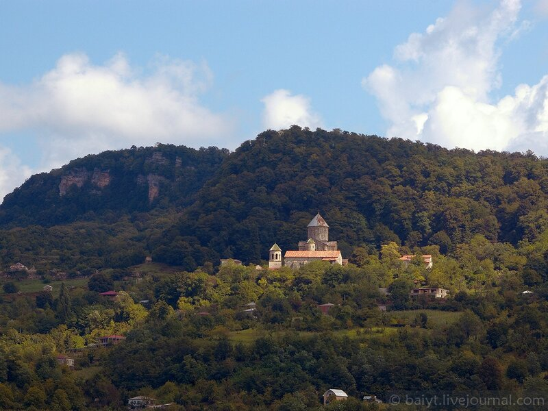Монастырь Гелати в лучах солнца