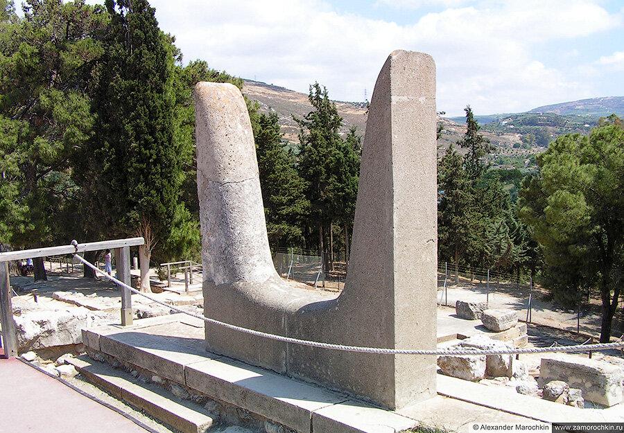 Рога посвящения - священный символ минойской религии. Археологический заповедник Кносс, Крит, Греция