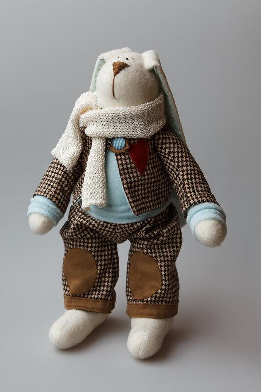 заяц в костюмчике