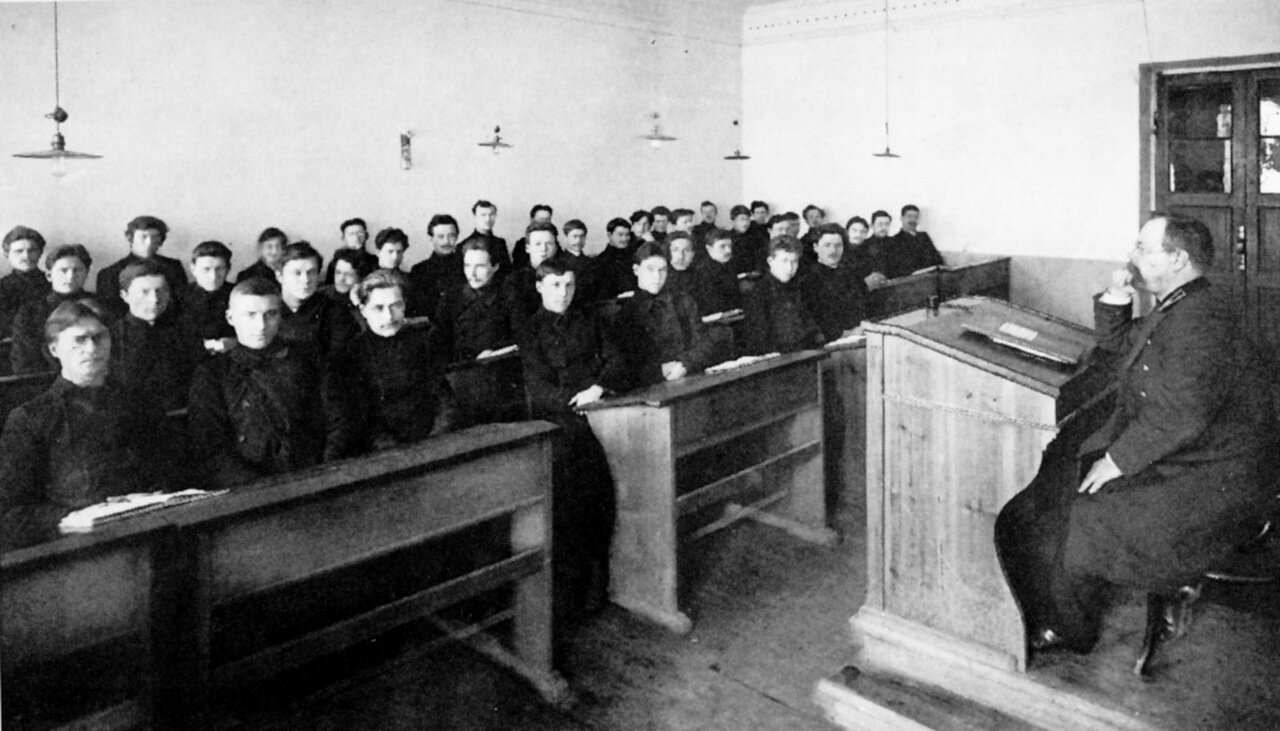 В классе Духовной семинарии.