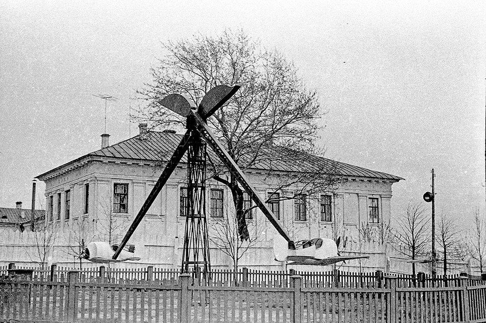 Аттракционы в парке им. Ленина.