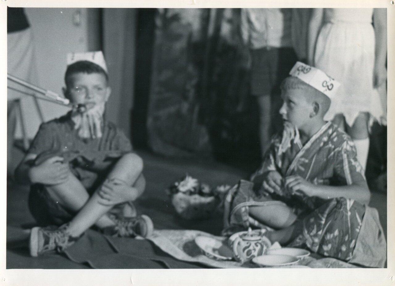 Розги в пионерском лагере 13 фотография
