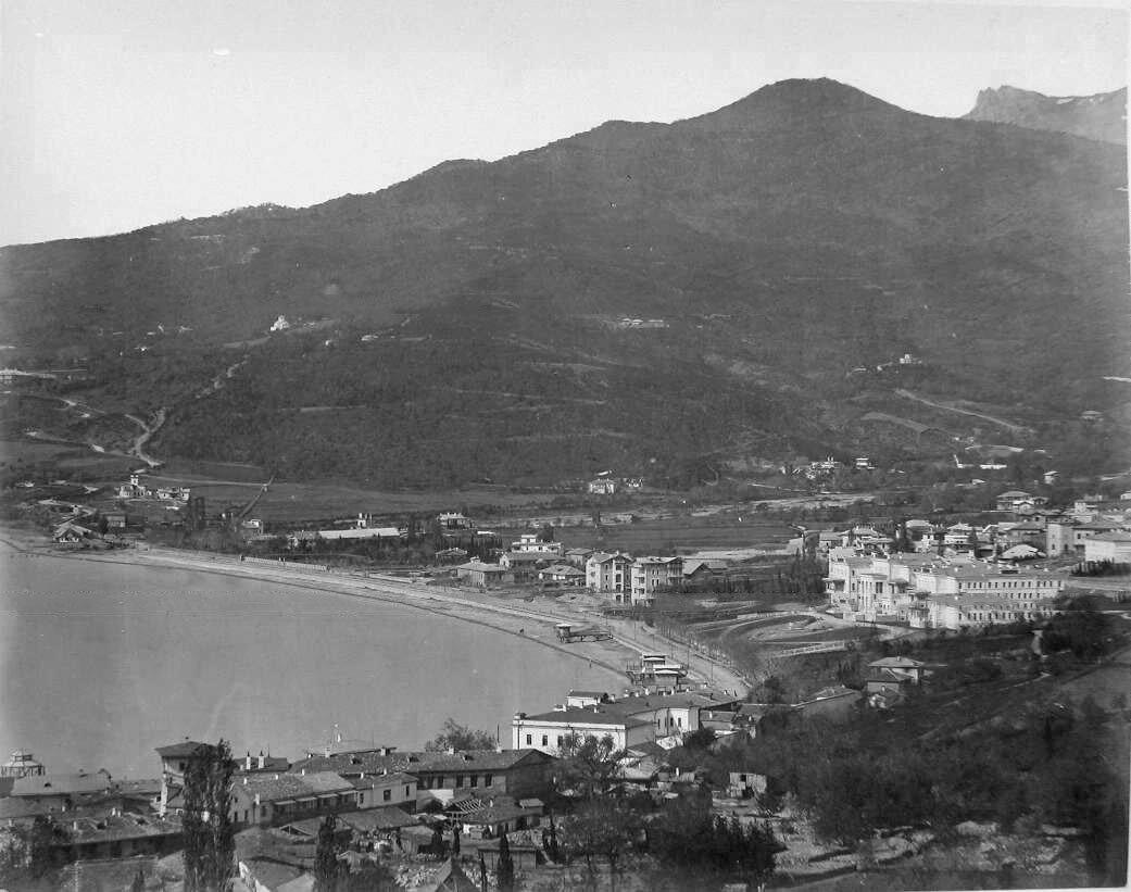 14. Ялта. Вид на город с Поликуровского холма