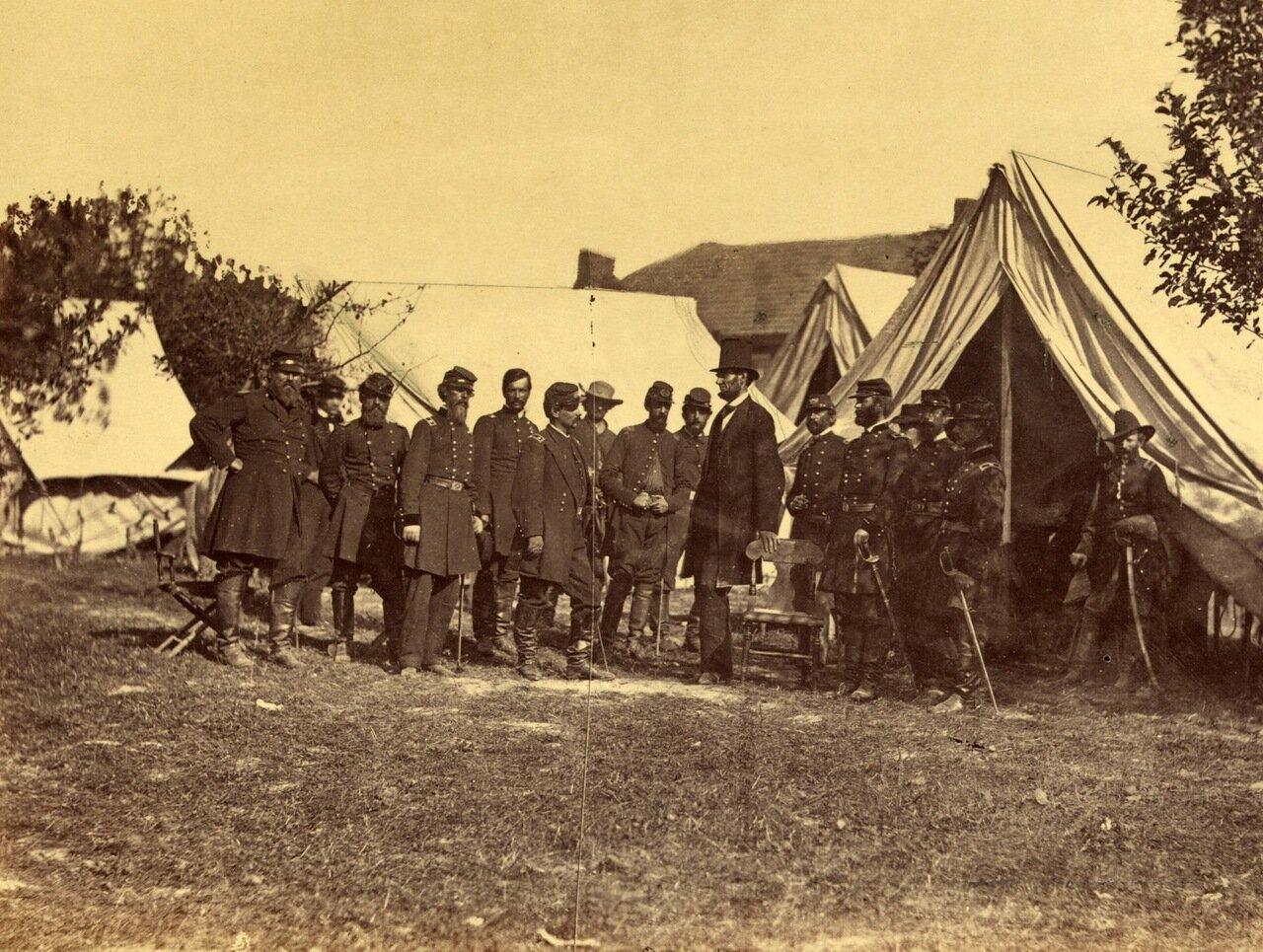 Президент Линкольн на поле битвы при Энтитеме. Мэриленд. 1 октября 1862 г.