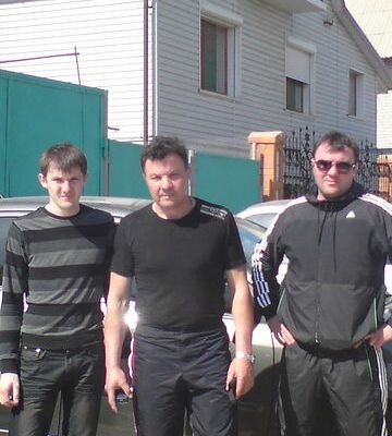 Казак нашей организации Александр Носиков. С сыновьями.