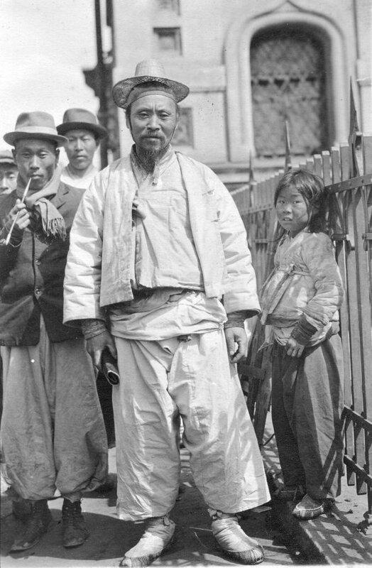 Chinese laborers, Vladivostok, 1919-20. Photo by Merrill Haskell