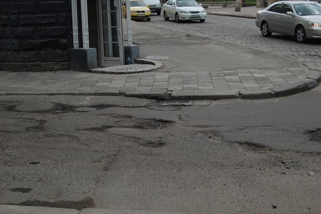 дороги, отремонтированные к Евро-2012, через год