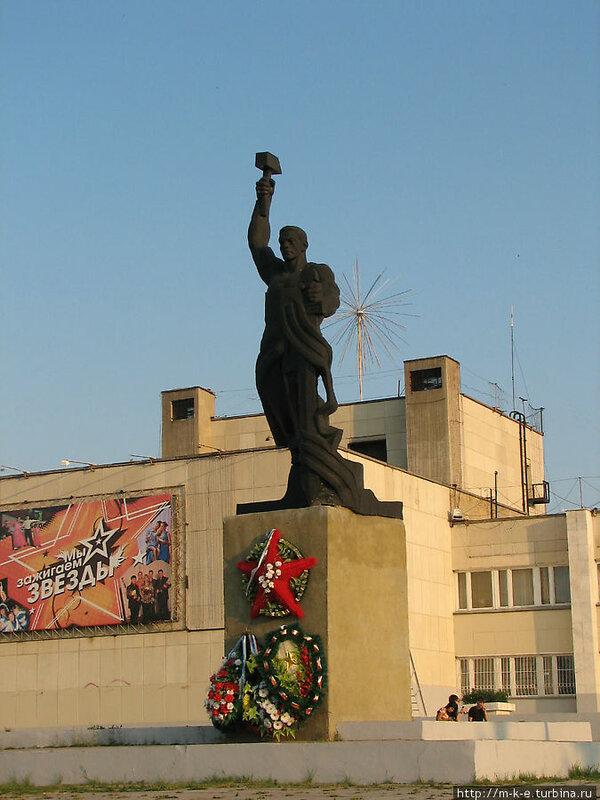 Памятник труженикам тыла (13.05.2013)