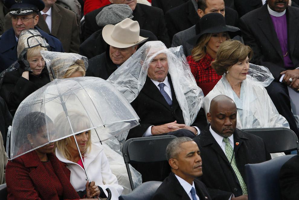 28. Президент Дональд Трамп и первая леди Мелания Трамп, уходящий Барак Обама и Мишель Обама пе
