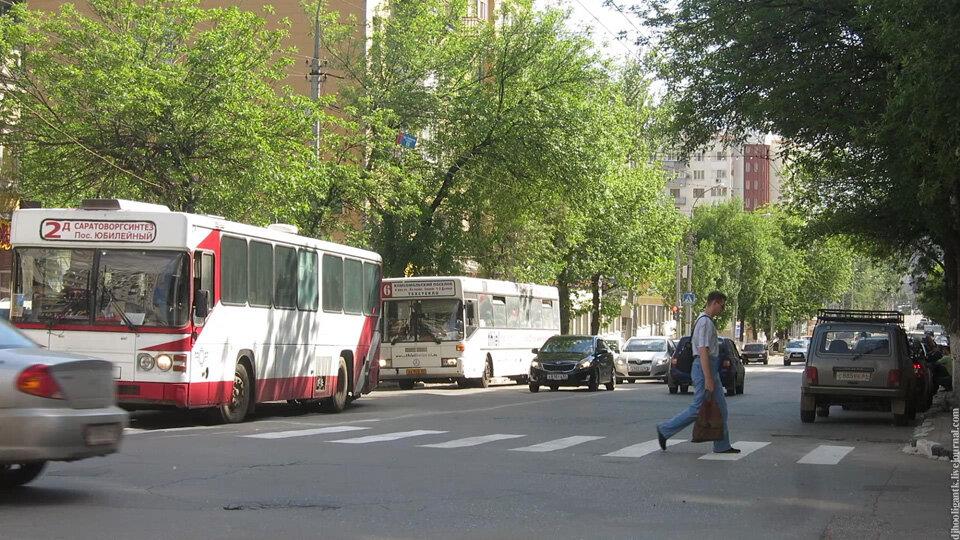 6 автобусов и 5 маршруток.