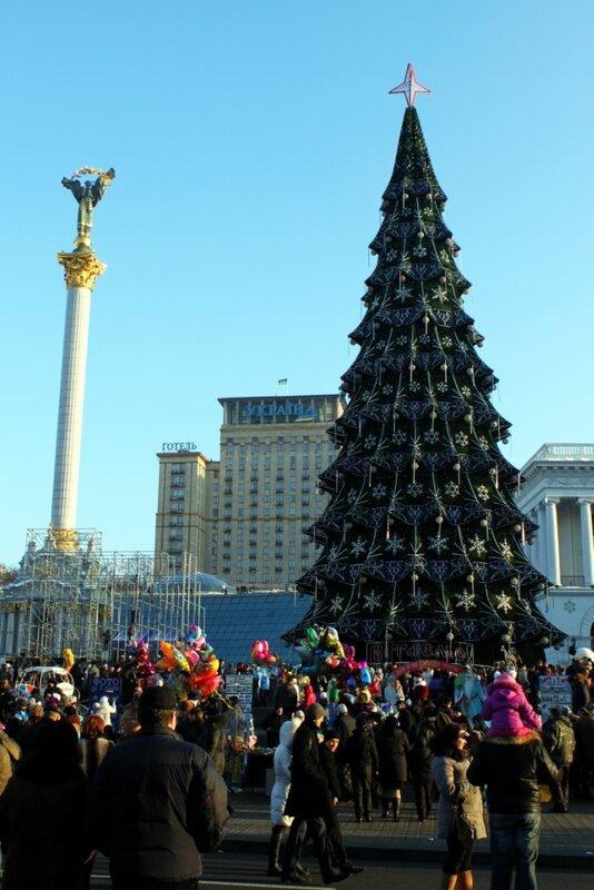Народное гулянье под главной елкой Киева