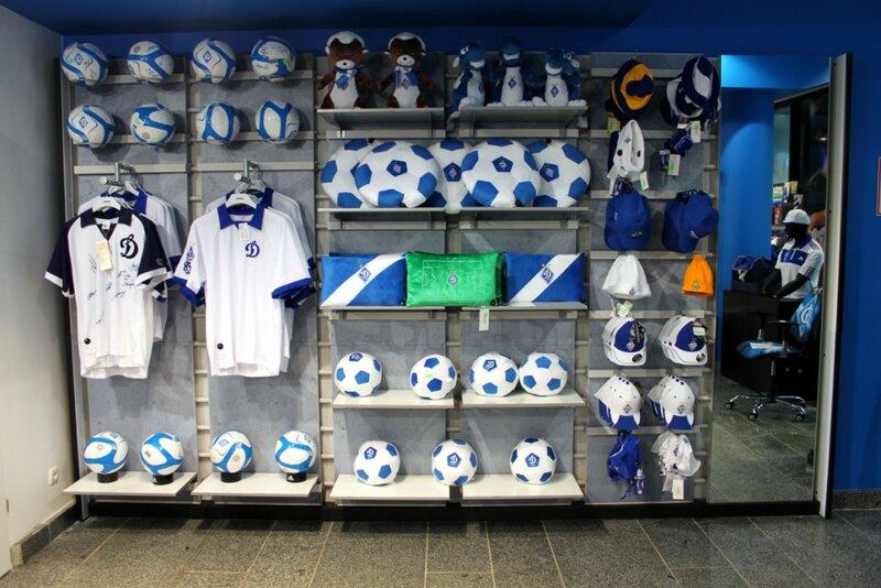 Стенд футбольных сувениров