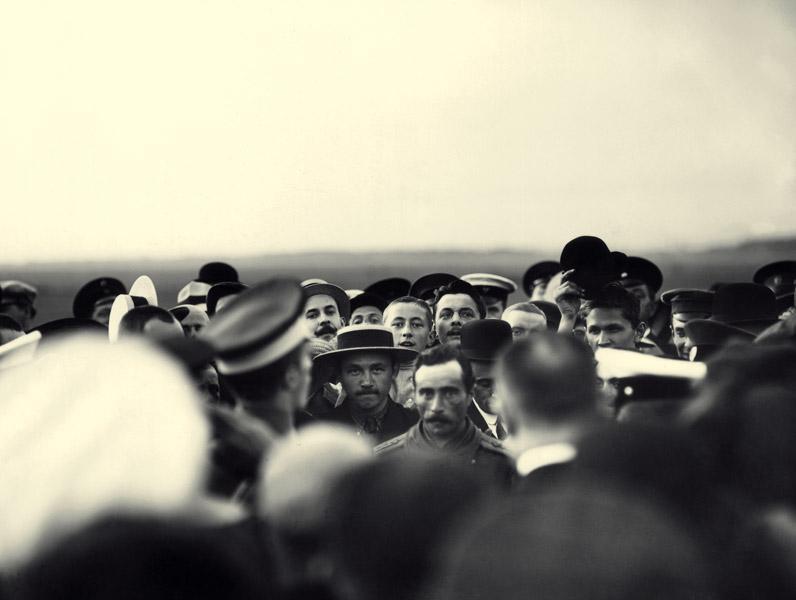 Встреча летчика Д.Г.Анреади (Агуреади?) после перелета Севастополь – Петербург..jpg