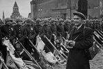 Москва, Парад Победы. Евгений Халдей на съемке 24 июня 1945 года.jpg