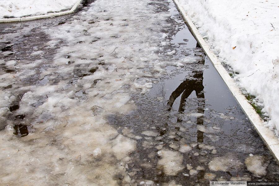 Снежная каша на тротуаре | Масленица в Саранске 17.03.2013