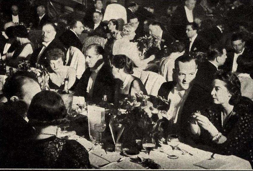 1932. Вечером в ресторанах
