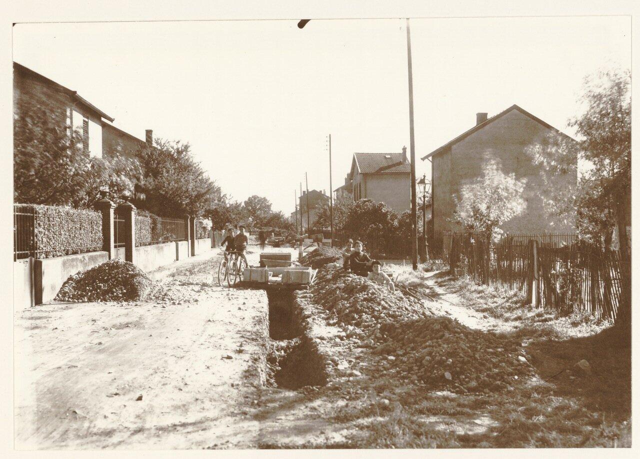 1932. Укладка труб отопления