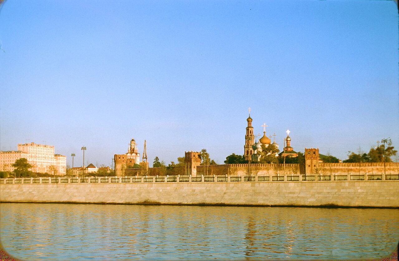 Новодевичий монастырь и Москва-река,