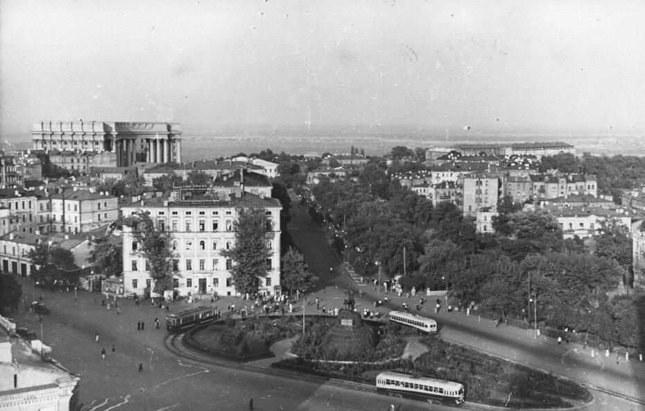 1955. Площадь Богдана Хмельницкого (теперь Софийская площадь)
