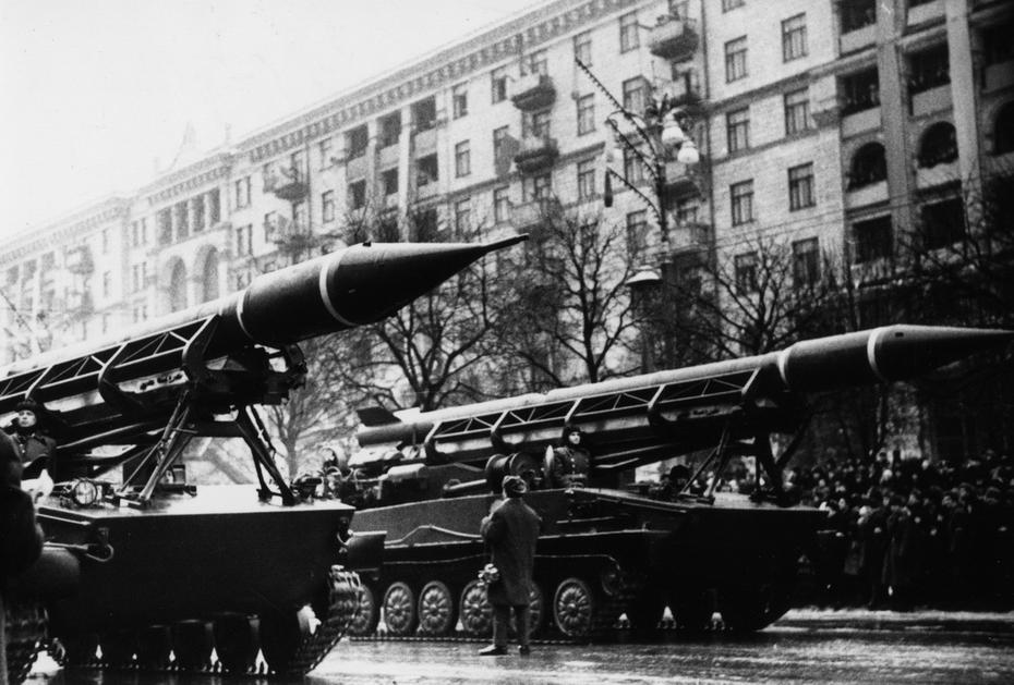 1967.12.24. Военный парад на Хрещатике во время празднования 50-летия образования УССР