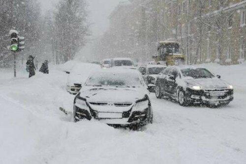 Последствия снегопадов устраняли трое суток