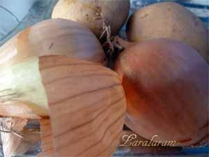 Лук и картофель для начинки рыбного пирога