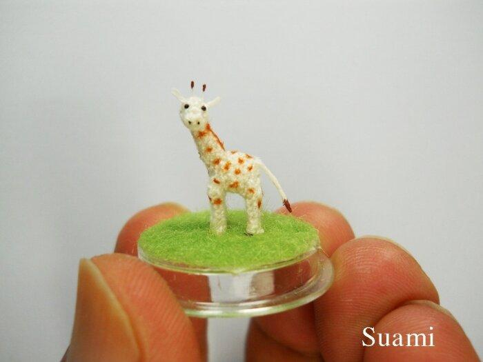 Фото «Вязаные игрушки на подушечке пальца»