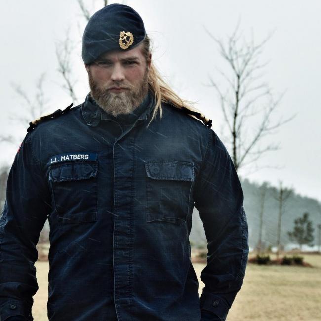 Лассе— обычный морской пехотинец изНорвегии. Его прозвали Тором, анаего инстаграм