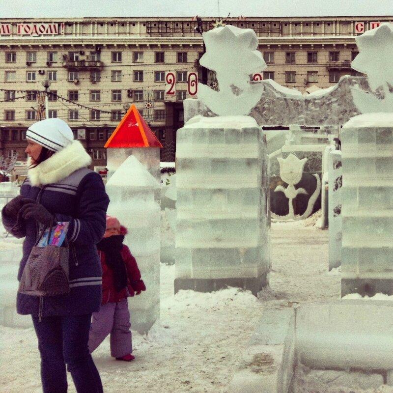 Ледяной городок при лунной погоде