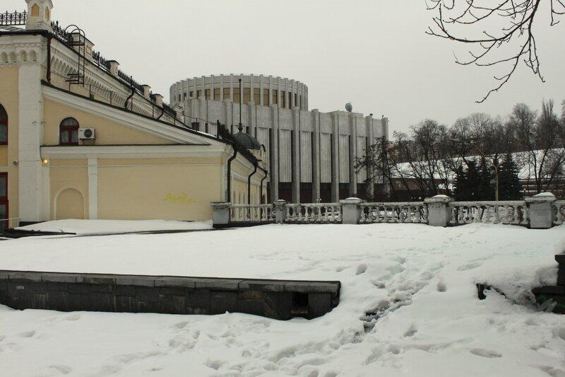 Задний двор Филармонии