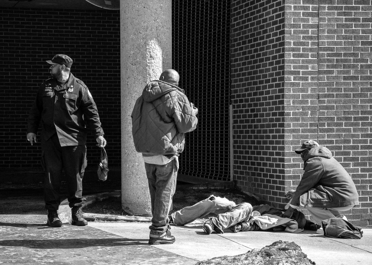 Неулыбчивая Америка: Черно-белая жизнь в бедных кварталах современного Балтимора (24)