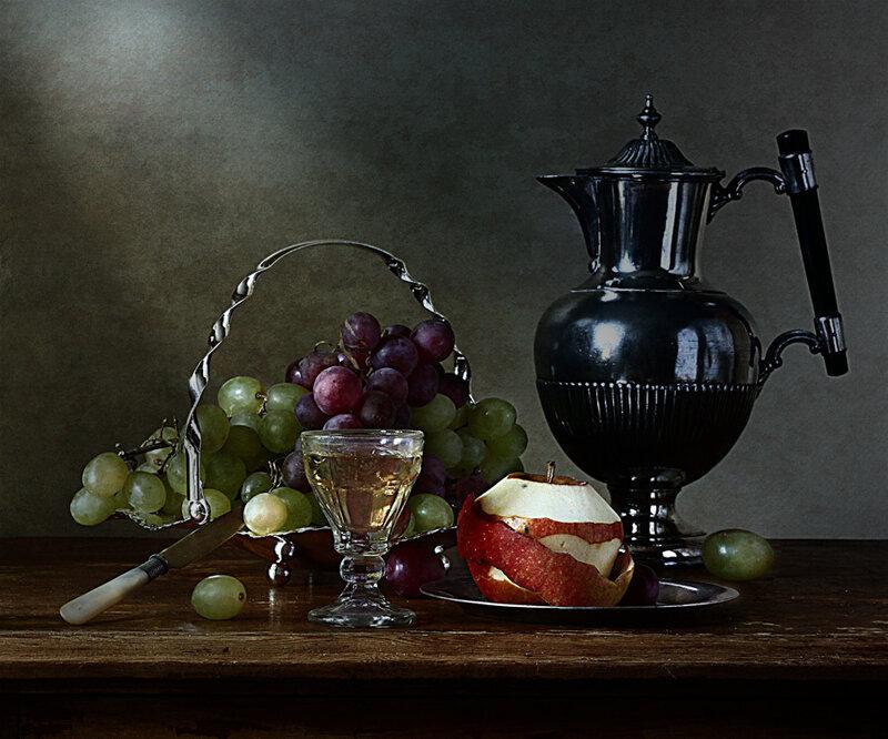 Белое вино и фрукты