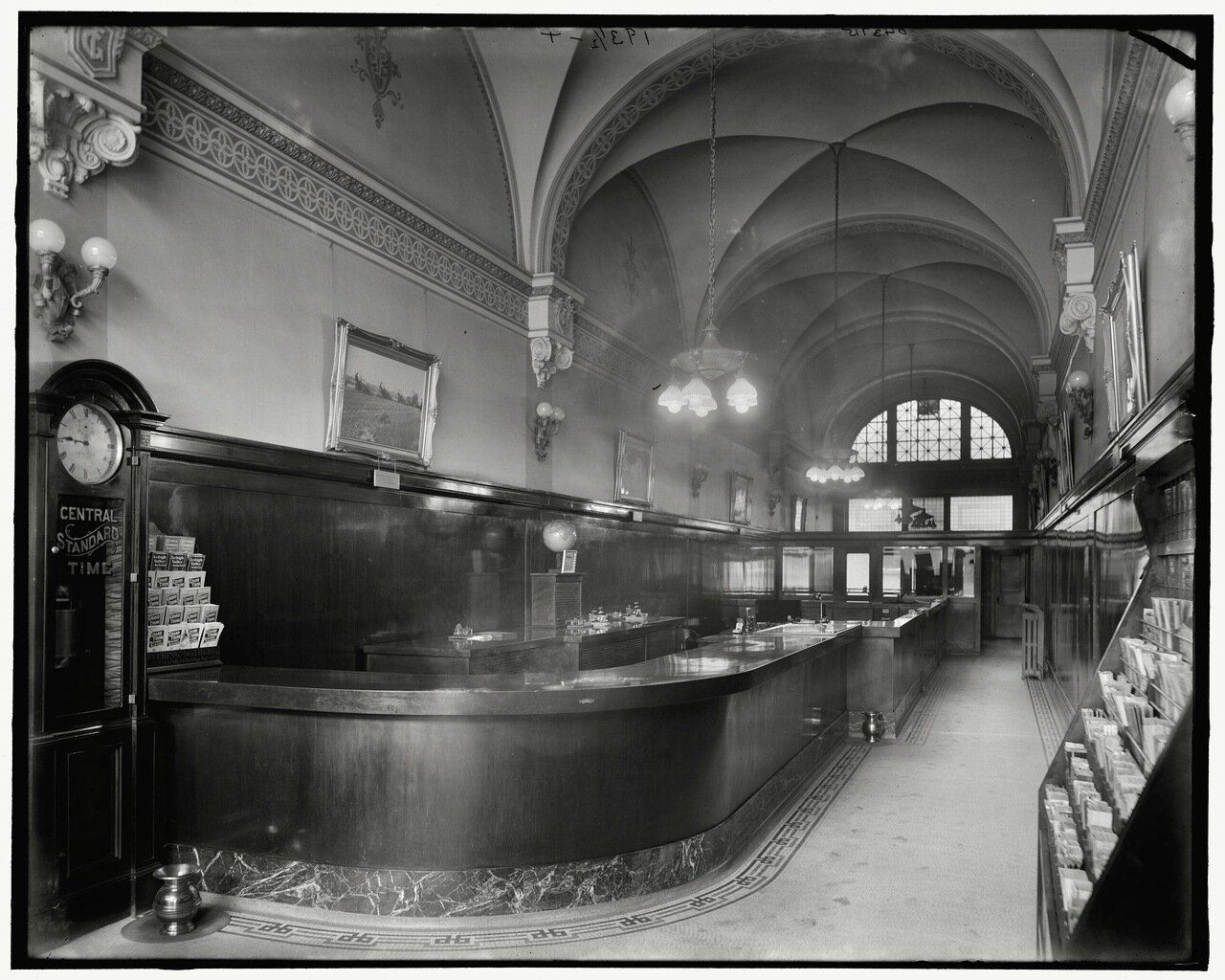 Касса Западной железной дороги, Детройт, примерно 1905-15 гг.