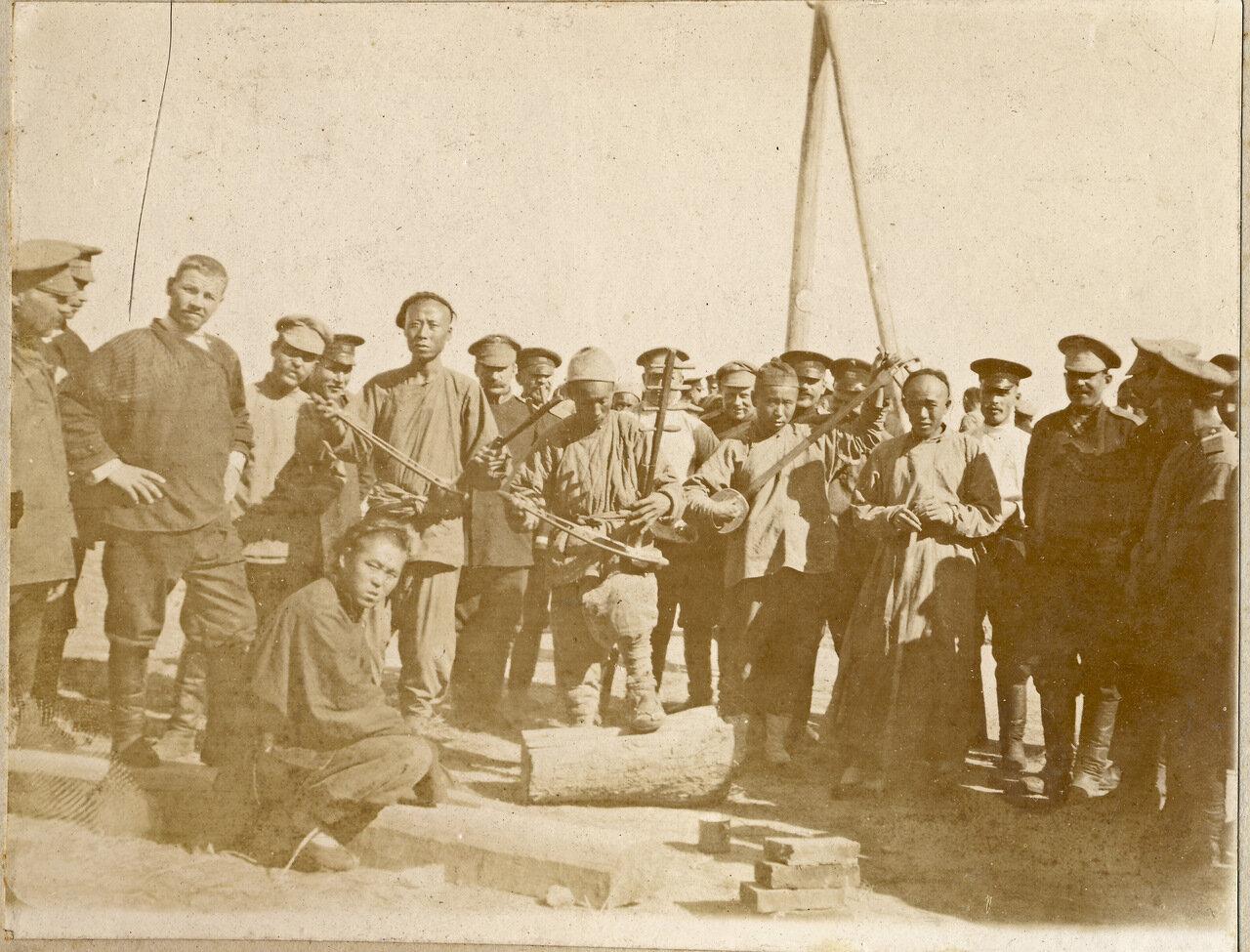 Русские солдаты и китайские музыканты. Маньчжурия. 1905 год