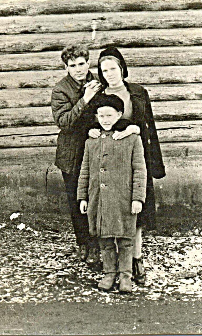 31. Агапова Е.И.с двумя воспитанниками