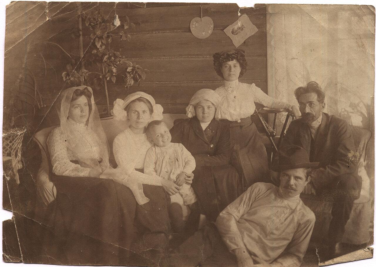 1905. Ираида на диване