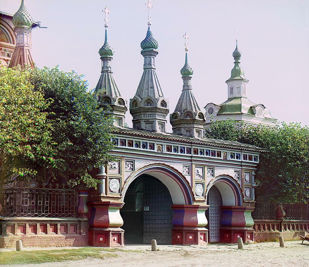 Вход в церковь Воскресения. Кострома. 1910.