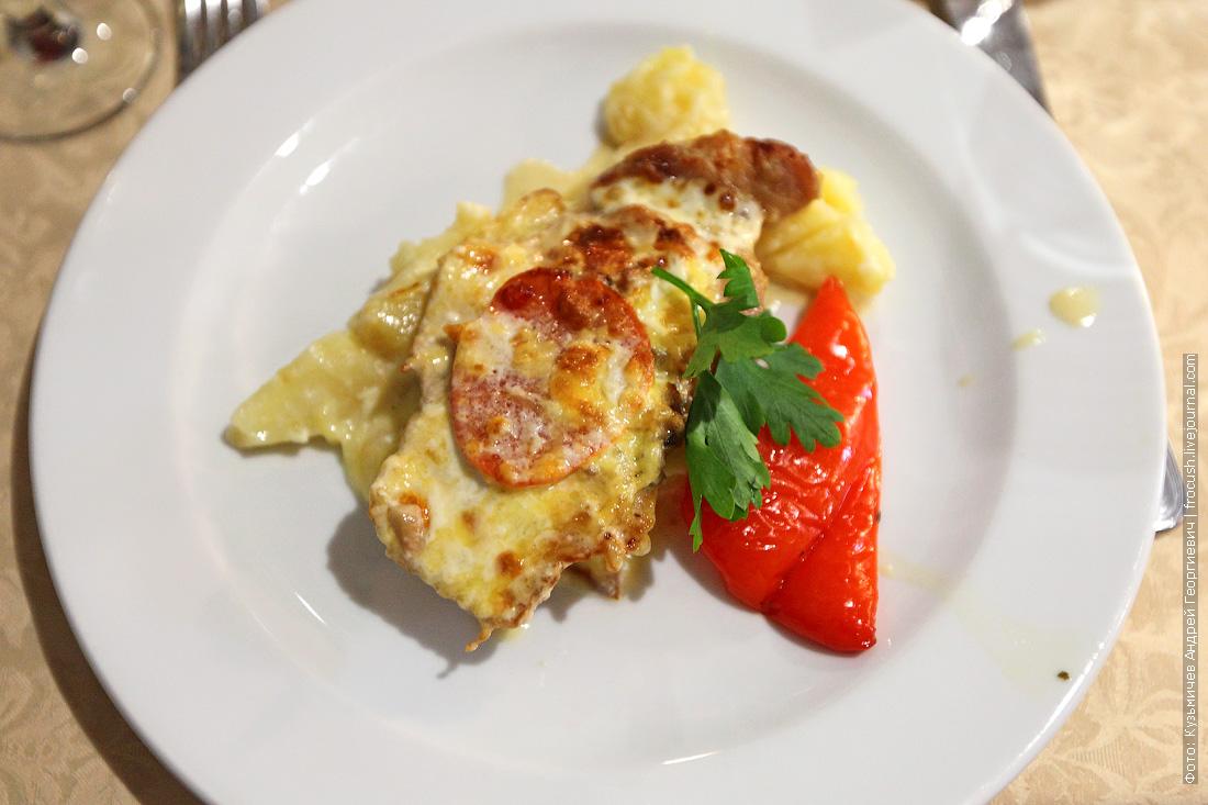 Свинина По-боярски с картофелем запеченным с сыром