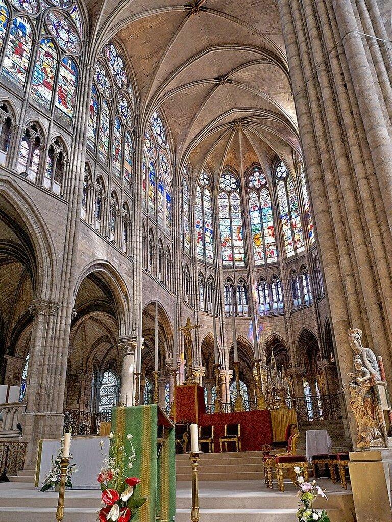 Coeur_de_la_Basilique_de_Saint-Senis.jpg