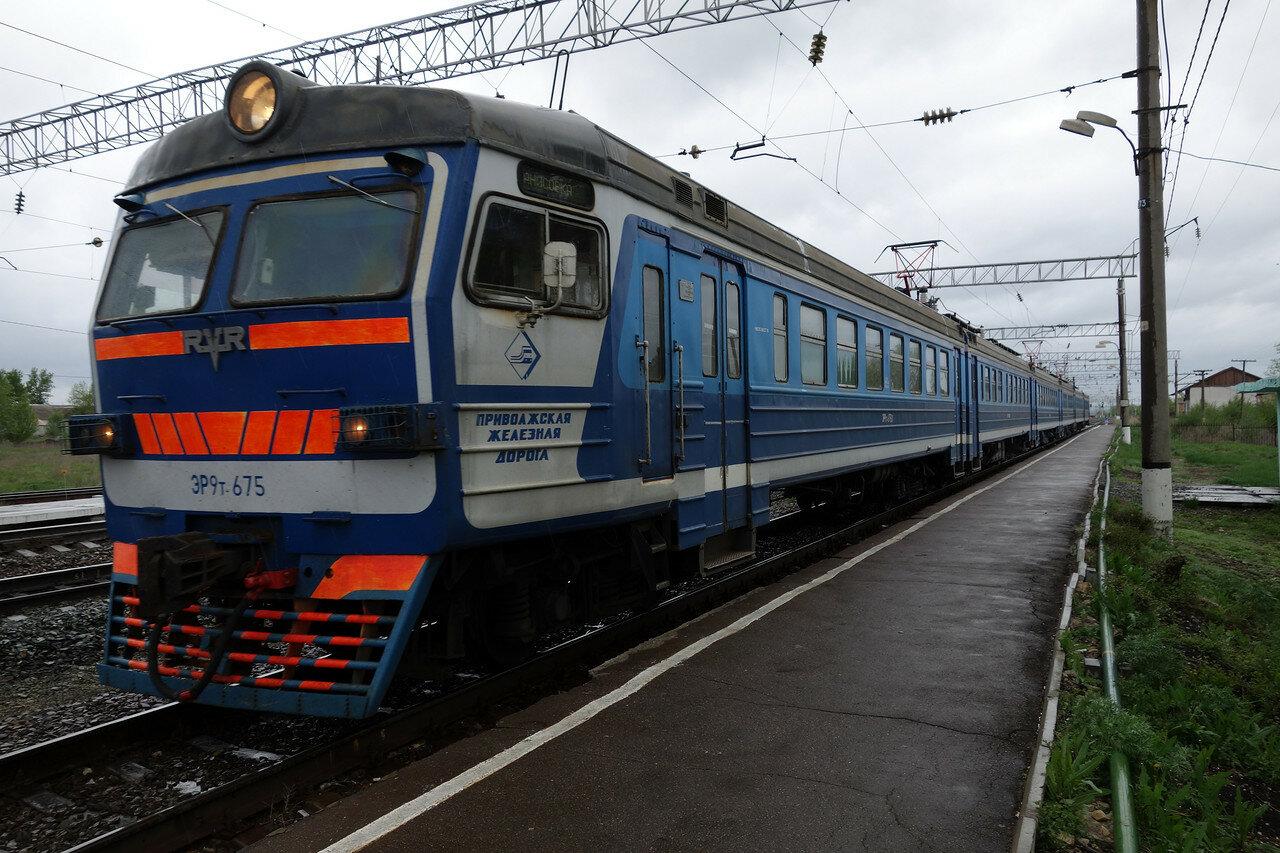 ЭР9Т-675 на станции Тарханы