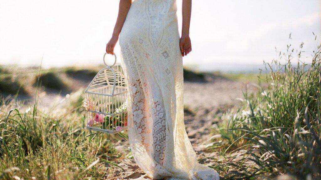 devushka-svadba-nevesta-cvety.jpg