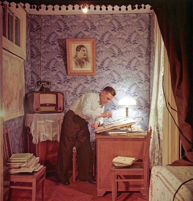 1953 Слесарь завода Экономайзер, лаурет Сталинской премии Иван Петрович Карташов.jpg