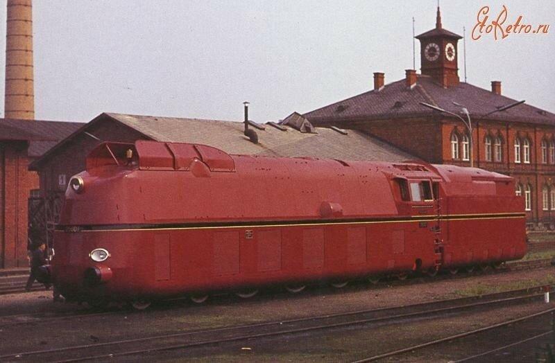 Скоростной пассажирский паровоз BR 05 предназначенный для вождения экспрессов.В 1936г.паровоз 05 002 установил рекорд скорости для германских паровозов - 200,4 км час.jpg